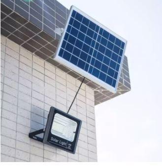 Đèn năng lượng mặt trời được cung cấp năng lượng