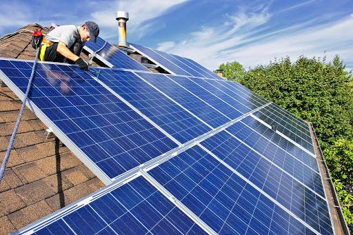 Lắp đặt các tấm pin solar