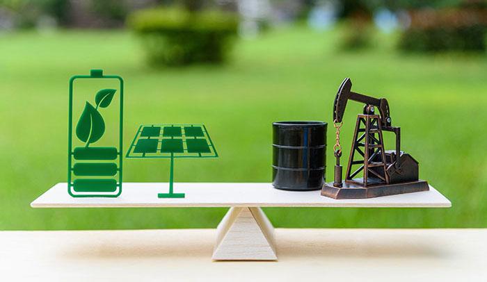So sánh Năng lượng mặt trời với nhiên liệu hóa thạch trên bàn cân lợi ích